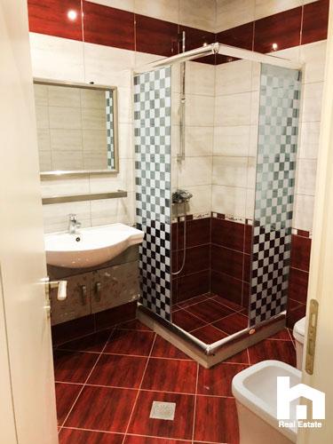 Ne Sarande, apartament 2+1 per shitje, tualeti 1