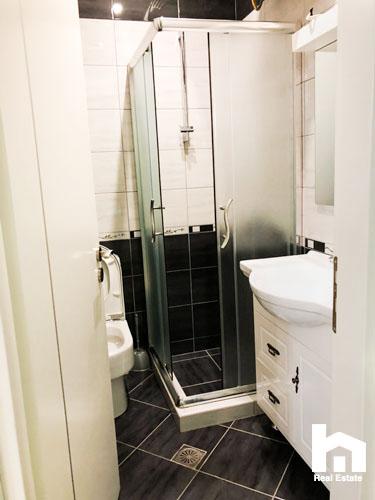 Ne Sarande, apartament 2+1 per shitje, tualeti 2