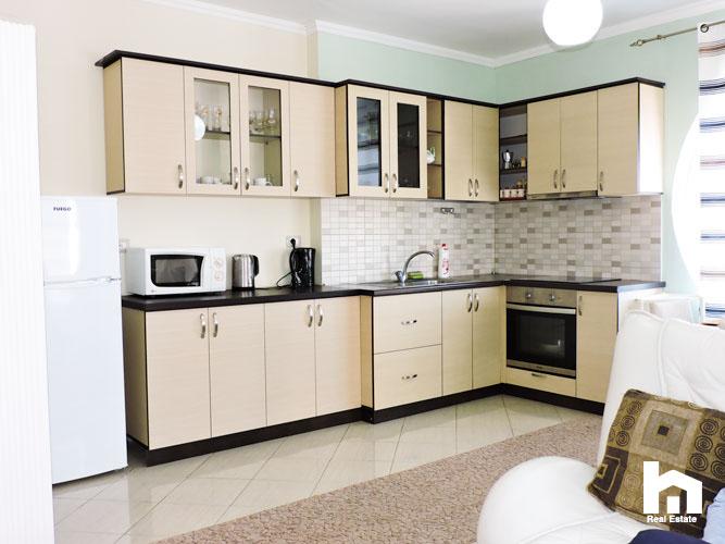 Apartament 2+1+2 për shitje te Mali i Robit Durrës ambient gatimi