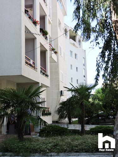 Apartament 2+1+2 për shitje te Mali i Robit Durrës ambient rekreativ