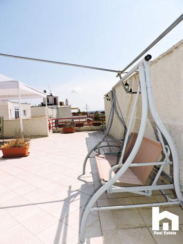 Apartament 2+1+2 për shitje te Mali i Robit Durrës ballkoni 2