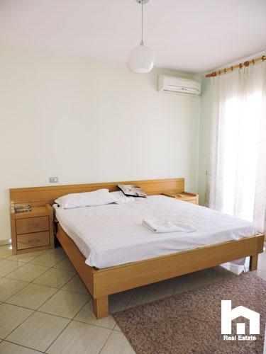 Apartament 2+1+2 për shitje te Mali i Robit Durrës dhoma e gjumit