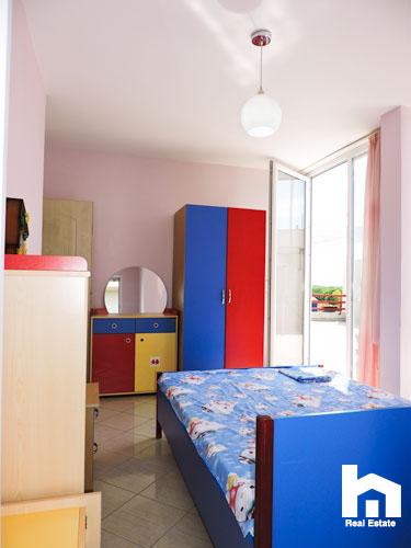 Apartament 2+1+2 për shitje te Mali i Robit Durrës dhome gjumi 2