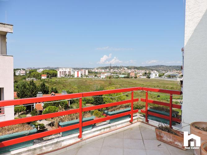 Apartament 2+1+2 për shitje te Mali i Robit Durrës pamje pishat