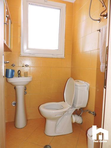 Apartament 2+1+2 për shitje te Mali i Robit Durrës tualet 2
