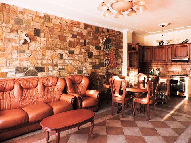 Jepet me qira ne Bllok apartament 3+1, 690 euro