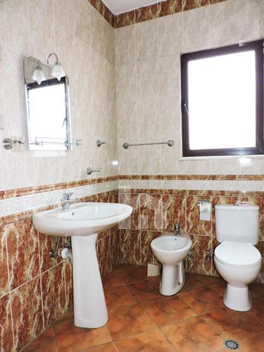jepet me qira në Bllok, apartament 3+1+2, tualet