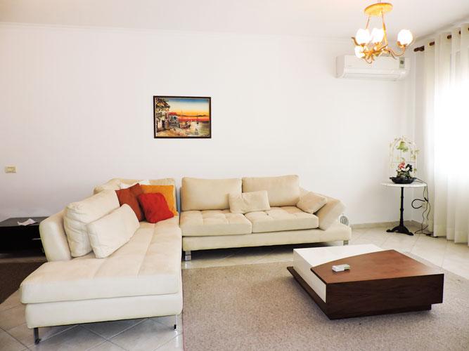 Apartament me qera Bllok, Tiranë