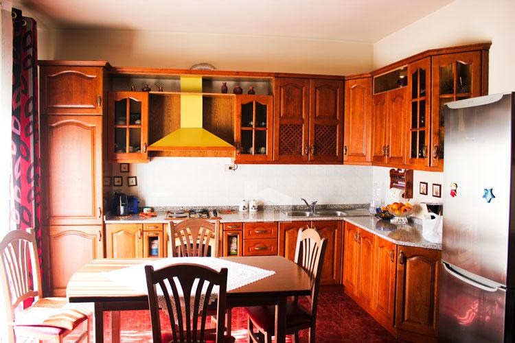 Shitet apartament në Durrës, super cmim, ambient gatimi