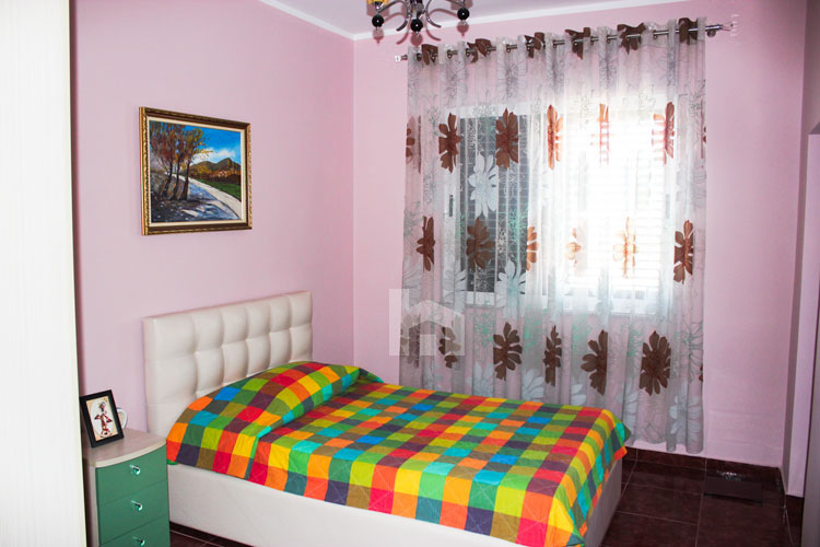 Shitet apartament në Durrës, super cmim, dhome gjumi