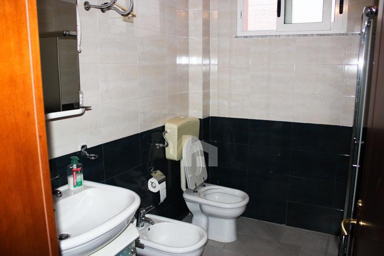 Shitet apartament në Durrës, super cmim, tualet