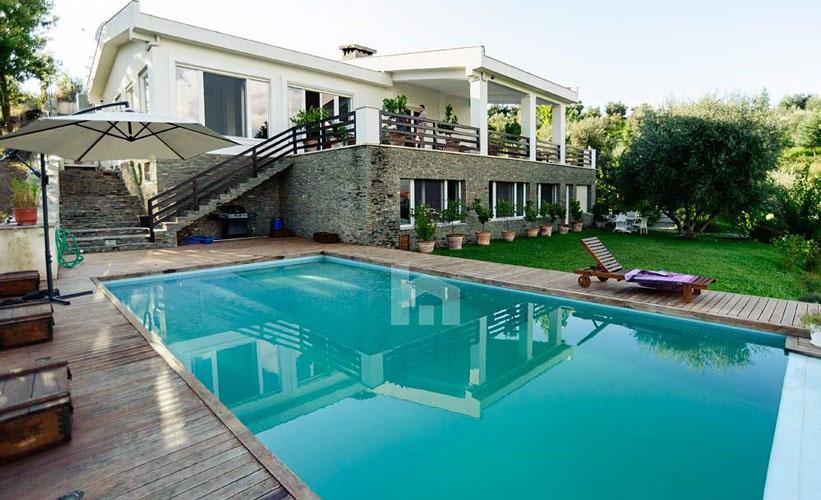 Shitet ose jepet me qira nje vilë mbreslënëse pranë TEG-ut, në Tiranë, pishina