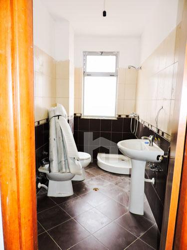 Shitet ne Fresk apartament 2+1 me hipoteke!, tualet