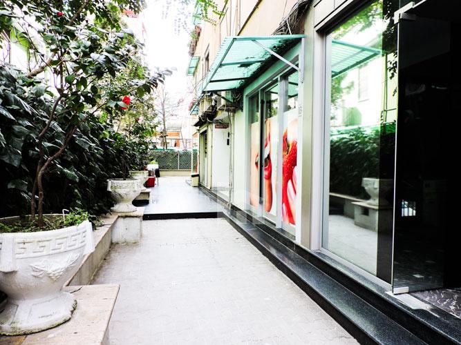 Jepet me qira ambient komercial Bllok Tirane, ambienti jasht