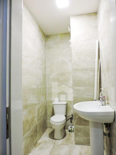 Jepet me qira ambient komercial Bllok Tirane, tualet