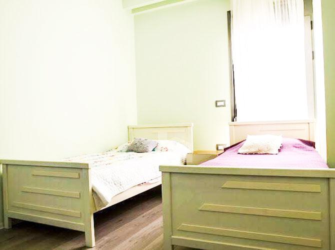 Shitet apartament ne Sarande me super pamje, dhome gjumi 2