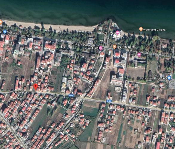 Shitet truall në hyrje Drilon Pogradec