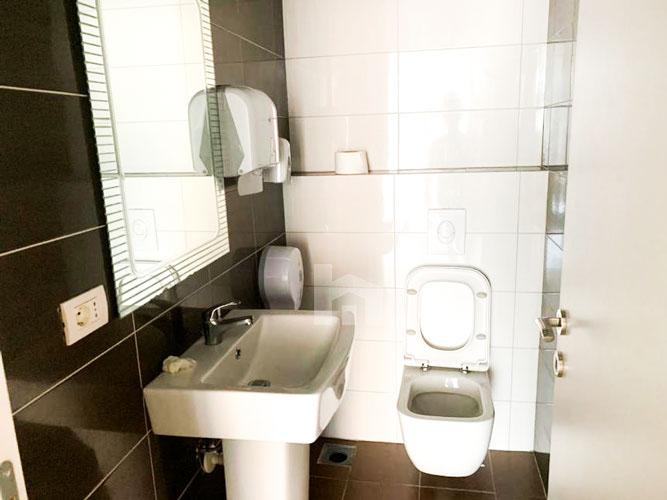 Jepet me qira ambient komercial te qendra Kristal, tualet