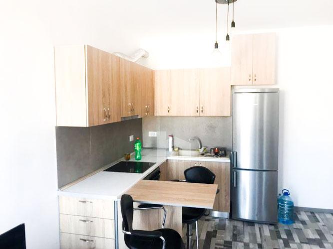 "Jepet me qira apartament 1+1 te rruga "" Sulejman Delvina "", ambient gatimi"