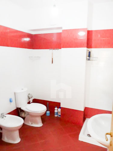 Jepet me qira apartament 2+1 te rezidenca Kodra e Diellit 1, tualet