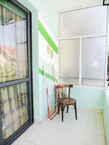 Shitet apartament 1+1 pranë KESH-it Vasil Shanto Tirane, ballkon