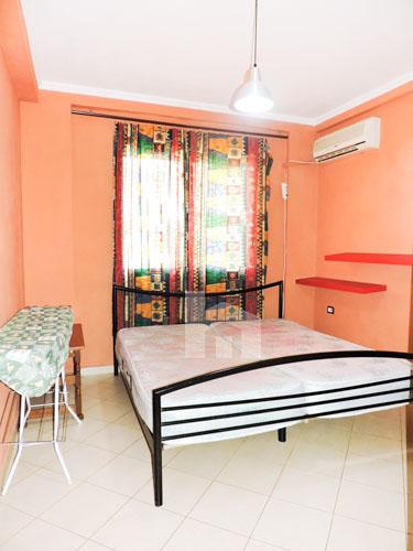 Shitet apartament 1+1 pranë KESH-it Vasil Shanto Tirane, dhome gjumi