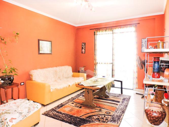 Shitet apartament 1+1 pranë KESH-it Vasil Shanto Tirane, sallon pritje