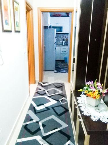 Shitet apartament 1+1 te rruga Robert Shvarc, korridor