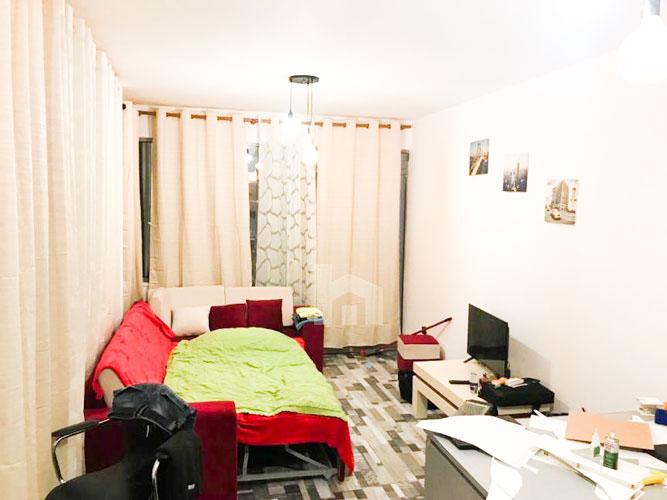 Shitet apartament 1+1 te rruga Sulejman Delvina, sallon pritje