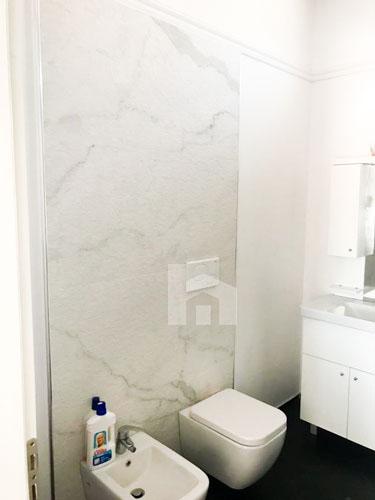 Shitet apartament 1+1 te rruga Sulejman Delvina, tualet