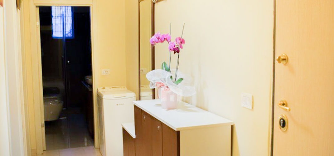 Jepet apartament me qera Myslym Shyri, 2+1, korridor