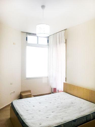 Jepet me qira apartament prane Kopshtit Botanik, dhome gjumi