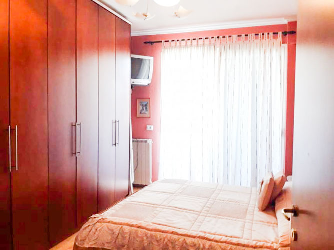 Shitet apartament 2+1+2 te rruga Margarita Tutulani, dhom gjumi