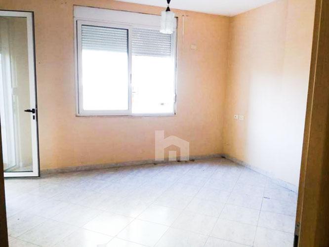 Shitet apartament 2+1+2 te rruga Xhon Kenedi me cmim okazion, sallon
