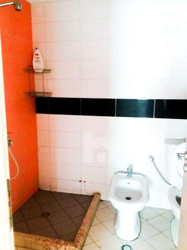 Shitet apartament 2+1+2 te rruga Xhon Kenedi me cmim okazion, tualet 2