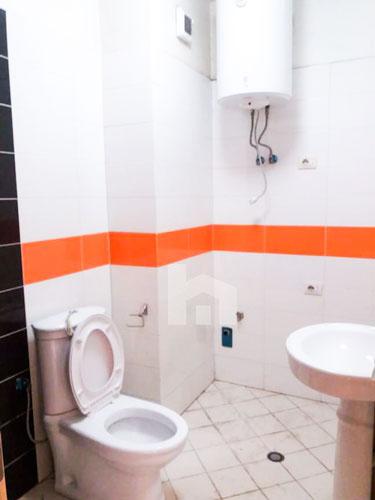 Shitet apartament 2+1+2 te rruga Xhon Kenedi me cmim okazion, tualeti