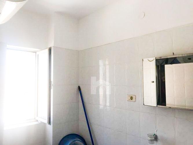 Shitet shtepi prane Petro Nini Luarasi , cmim okazion, tualet