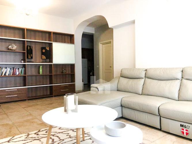Jepet me qira apartament 3+1+2 pranë Prokurorisë të Tiranës, sallon 2