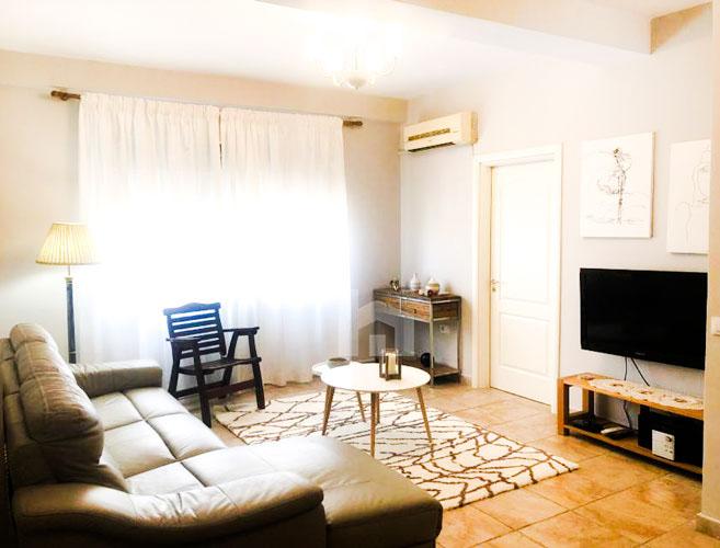 Jepet me qira apartament 3+1+2 pranë Prokurorisë të Tiranës, sallon pritje