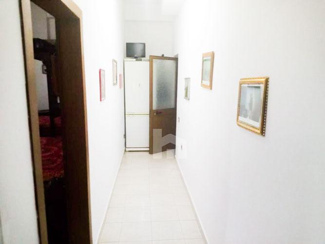 Shitet apartament 1+1 pranë KESH Tirane, korridor