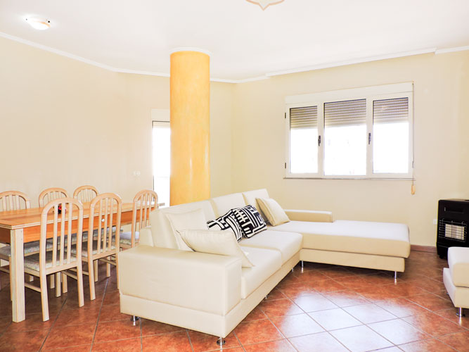 Shitet apartament 2+1+2 ne Durres port