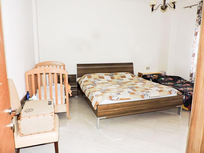 Shitet vile ne Tirane me 4 kate prane Pazarit te Ri!, dhome 3