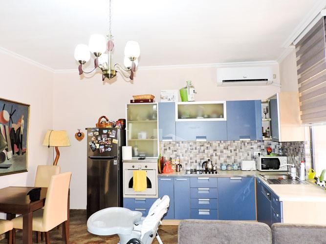 Shitet vile ne Tirane me 4 kate prane Pazarit te Ri!, sallon pritje