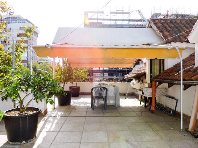 Vile ne shitje te Rruga e Kavajes , 645 m², ballkon