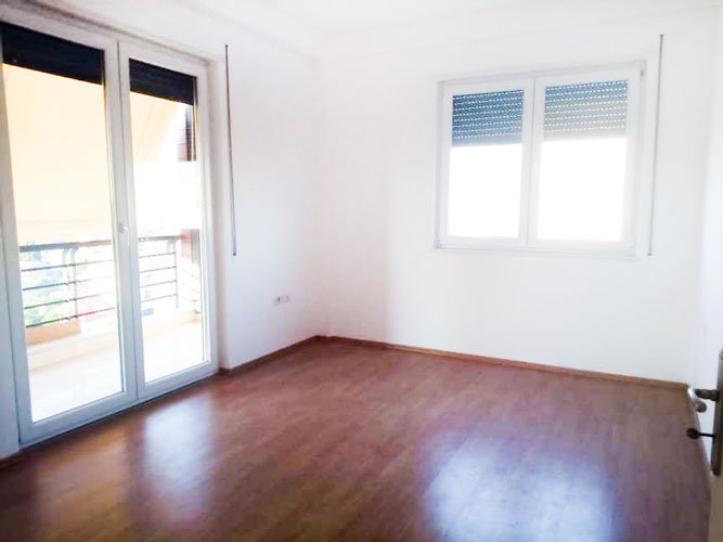 Shitet apartament 2+1 te rruga 4 Deshmoret