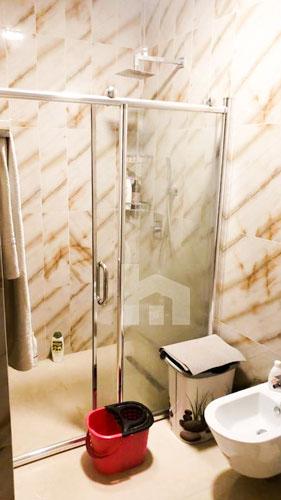 Shitet apartament te kompleksi Delijorgji Tirane, tualet
