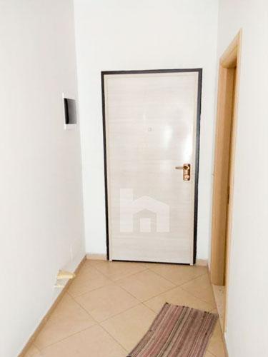 Jepet me qera te Liqeni Thate apartament 1+1, korridor