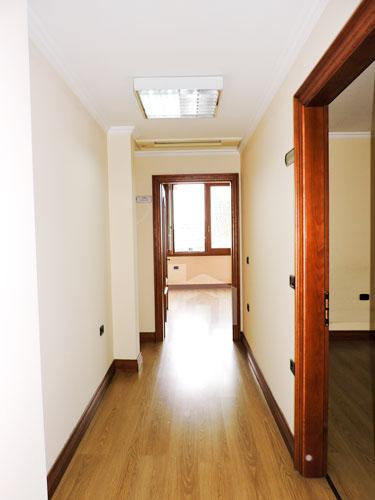 Jepet me qera zyre dupleks në Bllok, korridor (2)