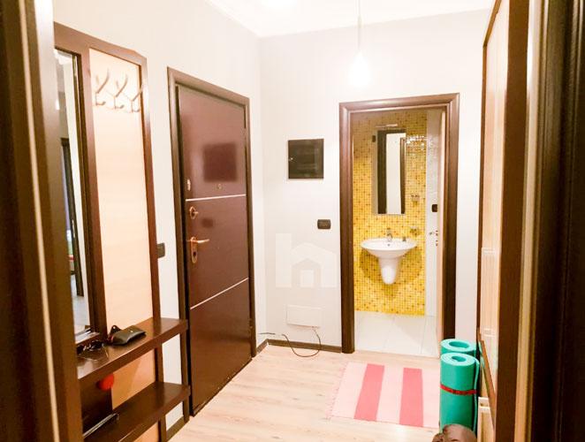 Jepet me qira apartament 2+1+2 te rruga Elbasanit, korridor