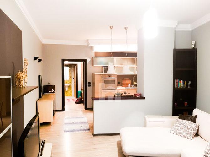 Jepet me qira apartament 2+1+2 te rruga Elbasanit, sallon 2